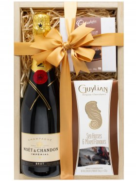 Moet & Chocolates - Champagne Hamper